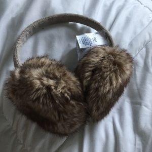 Gap earmuffs